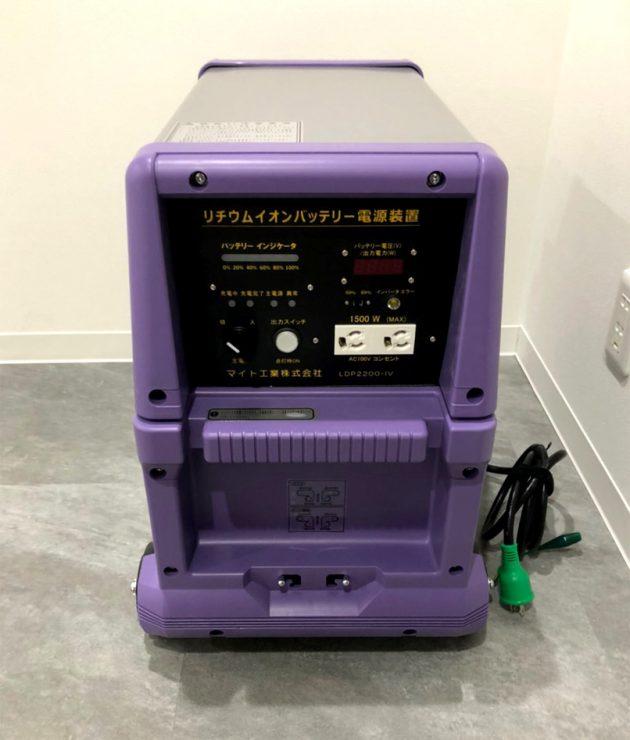 コンテナハウスに設置した蓄電池