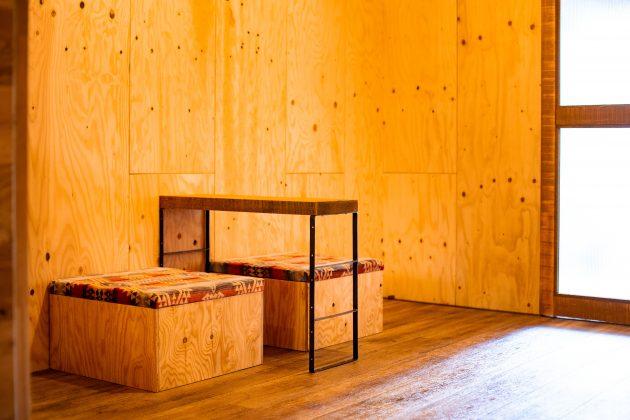 オリジナルのテーブルとイス