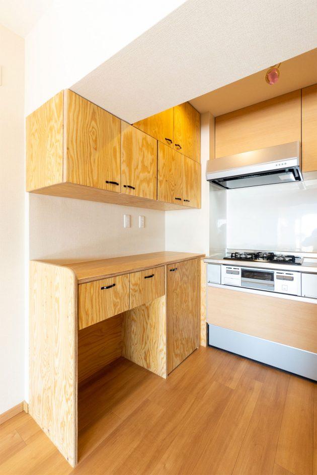 造作の食器棚