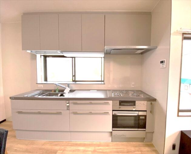 新しく入ったキッチン、リシェルSI、カラーはアッシュグレー